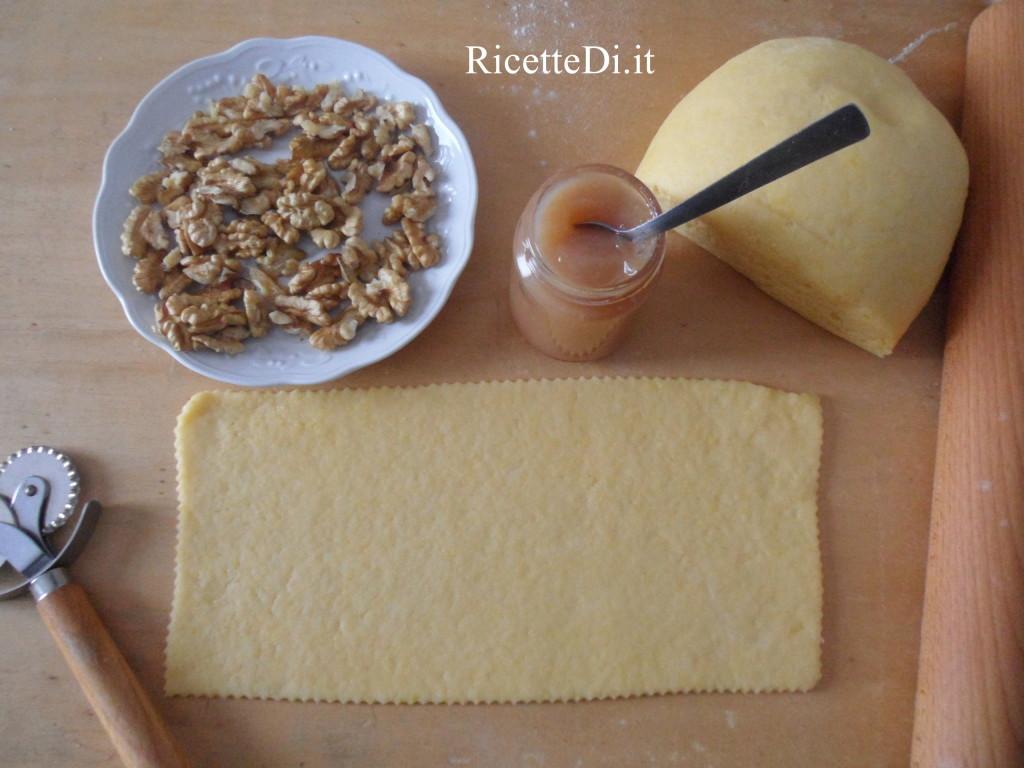 05_prepartazione_tortelli_dolci_con_marmellata_di_pere_e_noci