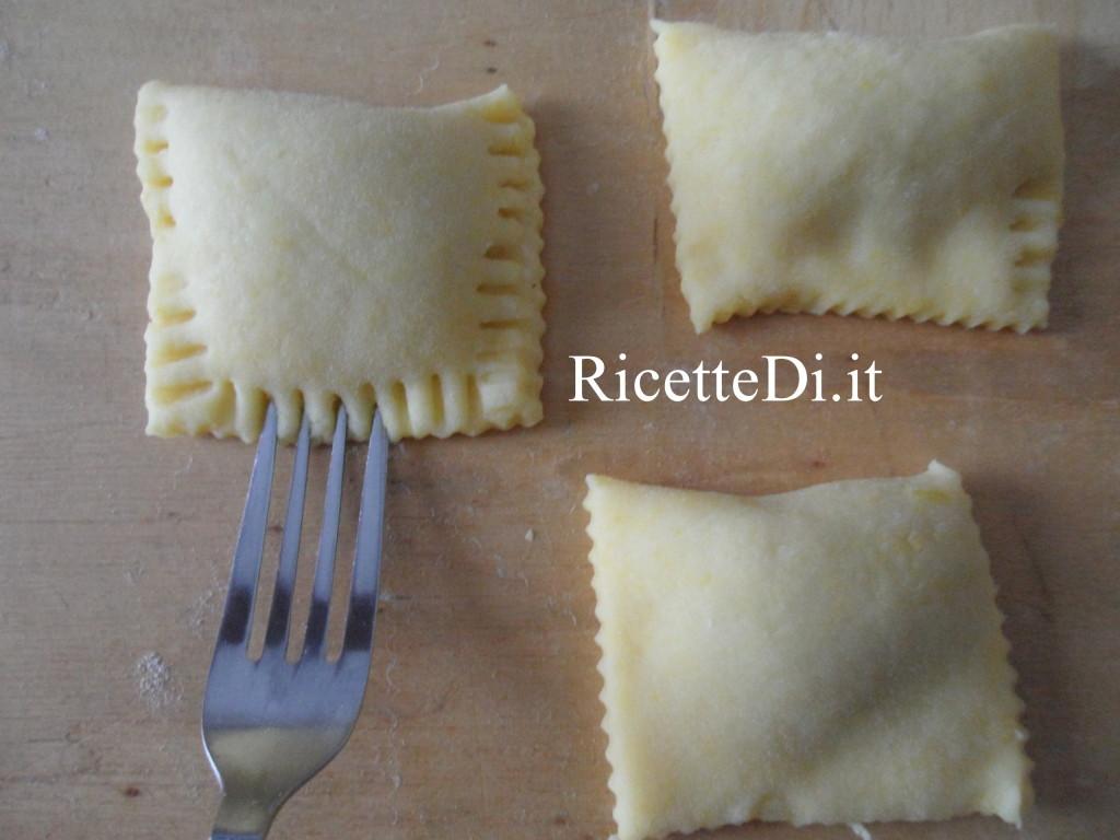 11_prepartazione_tortelli_dolci_con_marmellata_di_pere_e_noci