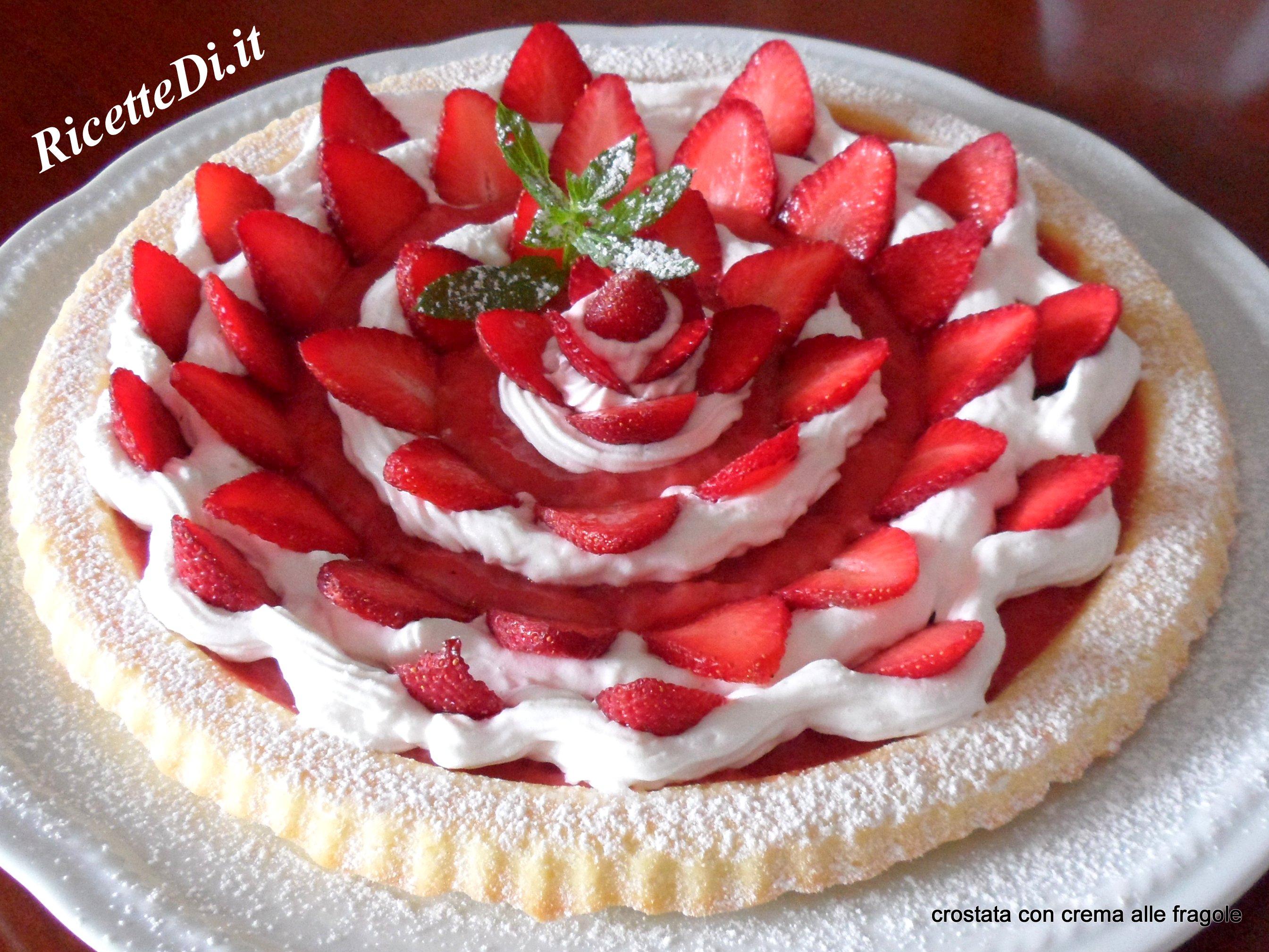 Crostata con crema alle fragole e panna montata for Decorazioni torte con fragole e cioccolato
